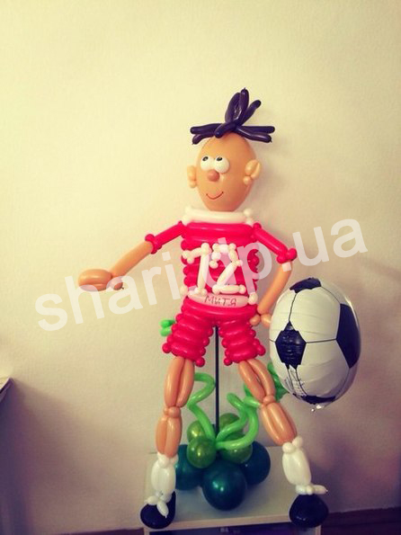 futbolist_is_vozdushnich_sharov